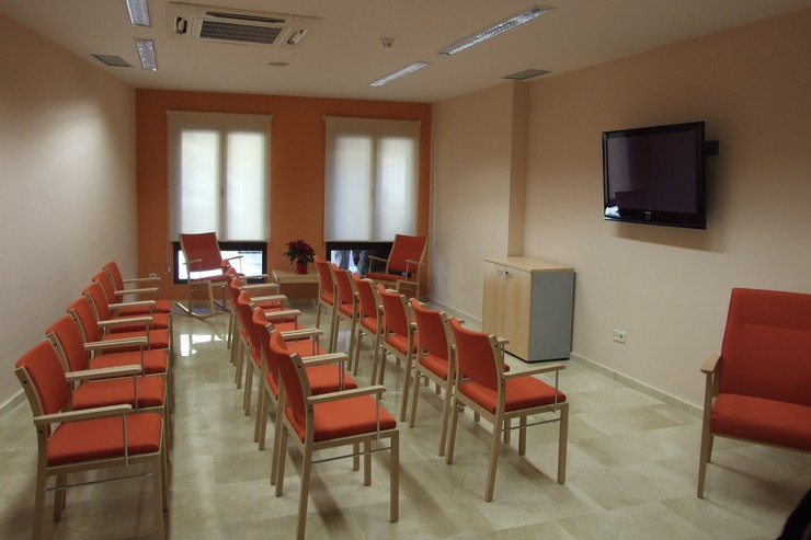 CENTRO DE TERCERA EDAD - SALA DE TELEVISIÓN