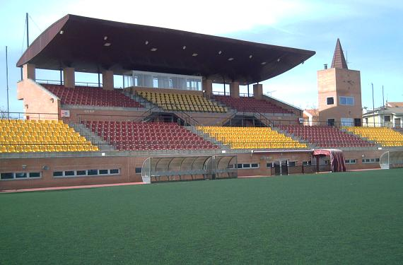 Estadio municipal mariano gonzalez navalcarnero deportes for Piscina municipal navalcarnero